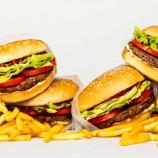 Hambúrguer inventado para PARECER, ter sabor, cheiro, além de ser frito, como o de carne.